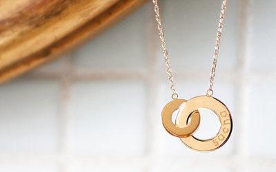 Le collier personnalisé pour le mariage
